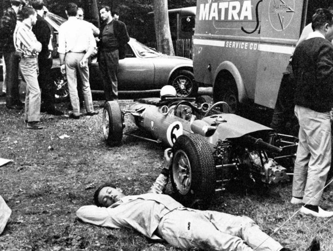ean-PIerre Jaussaud relaxing next to his Matra-Ford MS2 at Rouen-les-Essarts, 1965 Coupe de Vitesse