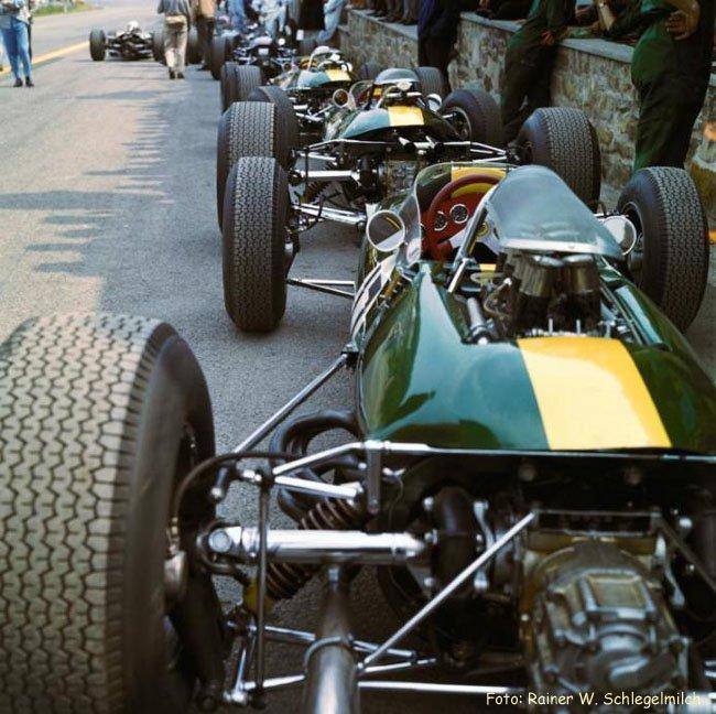 1965 Photo Rainer Schlegelmilch Francorchamps, Belgique les trois voitures Lotus Climax de Clark et Spence 20 ème victoire Lotus