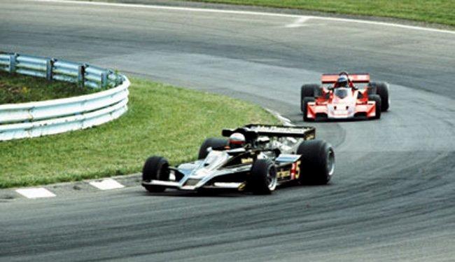 12_Andretti-Lotus_Leads_Hans_Stuck-Brahbam-1977_U_S_GP-Watkins_Glen