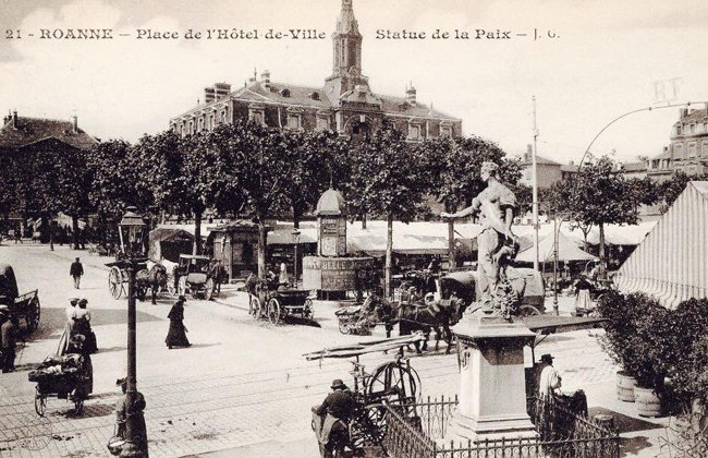 place hotel de ville et route Natonale statue de la paix maintenant l'arbre de la paix